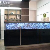 световая вставка на стойке рисепшин -офис Азимут
